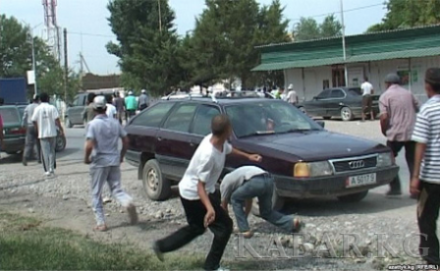 Kyrgyz and Tajik citizens hurl rocks at one another in Batken Province, Kyrgyz Republic.